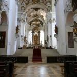 Kirchenschiff der Basilika St. Vitus